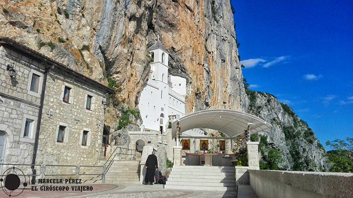 El Monasterio de Ostrog construido sobre la roca