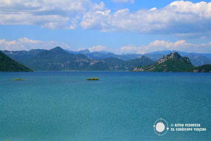 El inmenso lago Skadar