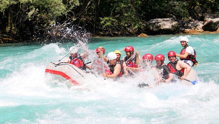 Rafting en las aguas del río Tara en Montenegro