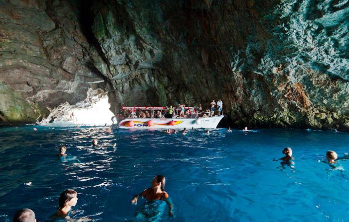 Cueva Azul de la bahía de Kotor
